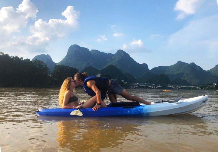 kiss kayak